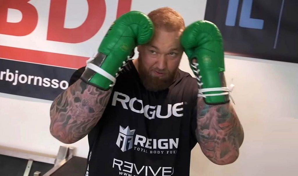(VIDEO) The Strongest Man in The World Showed What His Training and The First Sparring Matches For a Boxing Match Look Like