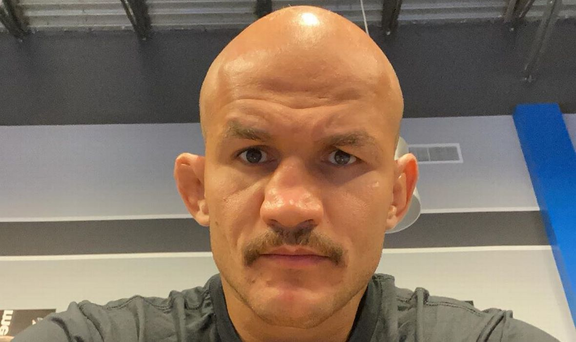 (PHOTO) Junior Dos Santos Has Never Looked Thinner and Is Absolutely Shredded, Also, Has Amazing Mustache