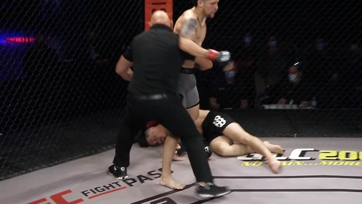 (VIDEO) Terrible Scene From The LFA: Former UFC Fighter Brutally Knocked Out By Ilegal Move